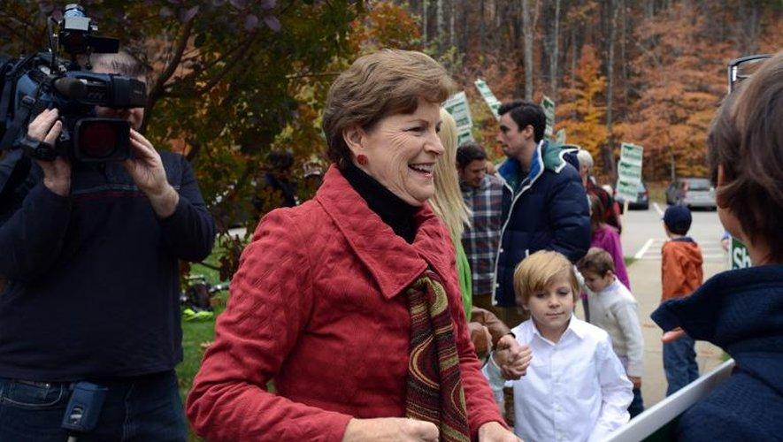 La sénatrice démocrate Jeanne Shaheen se prépare à voter aux élections de mi-mandat américaines, le 4 novembre 2014 à Madbury, dans le New Hampshire