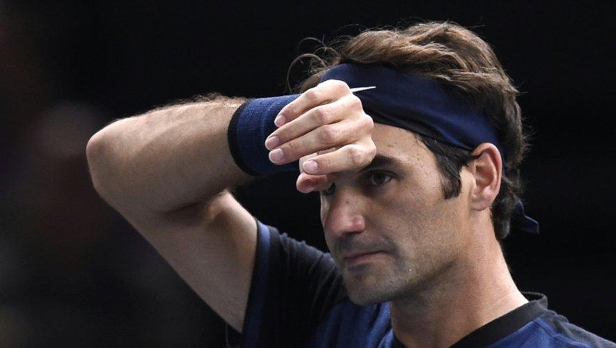 Roger Federer face à l'Américain John Isner en 8e de finale du Masters 1000 de Paris-Bercy, le 5 novembre 2015