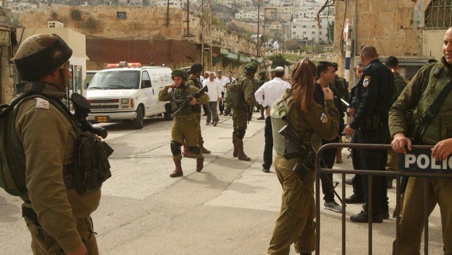 Des soldats israéliens dans Hébron en Cisjordanie occupée, le 13 février 2016