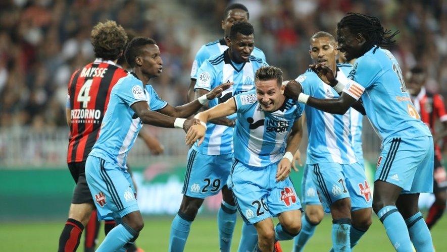 Les joueurs de l'OM regroupés autour de Florian Thauvin, buteur contre l'OGC Nice à l'Allianz Riviera, le 11 septembre 2016