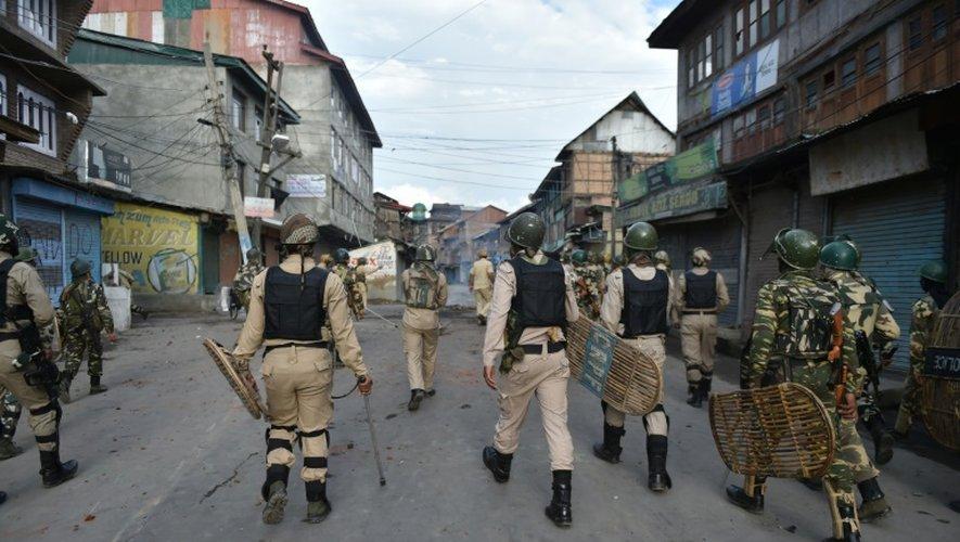 Des forces de sécurité indienne à Srinagar dans le Cachelire indien, le 29 août 2016