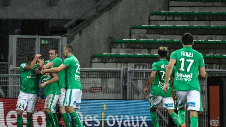 Les Stéphanois se congratulent après le but sur penalty de Romain Hamouma face à Bastia, le 18 septembre 2016 à Geoffroy-Guichard