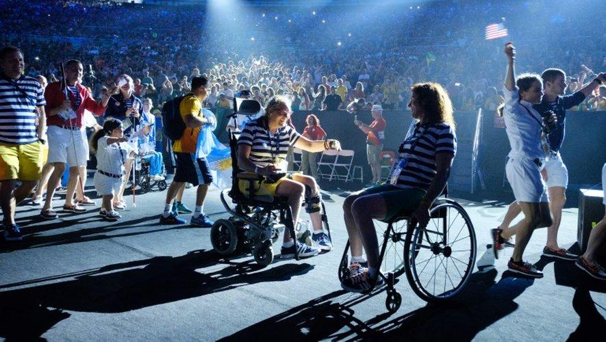 Des athlètes lors de la cérémonie de clôture des Jeux Paralympiques au stade du Maracana, le 18 septembre 2016 à Rio