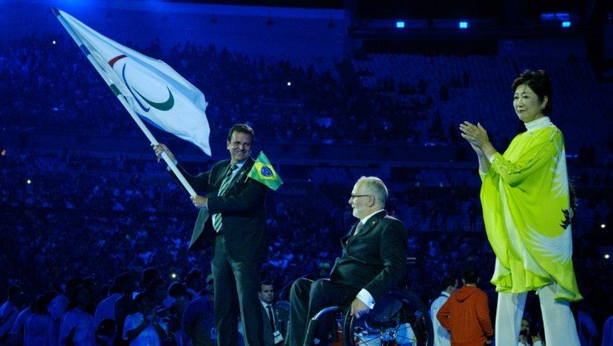 Le maire de Rio Eduardo Paes et le président du Comité paralympique international (IPC), Philip Craven, lors de la cérémonie de clôture des Jeux Paralympiques au stade du Maracana, le 18 septembre 2016 à Rio