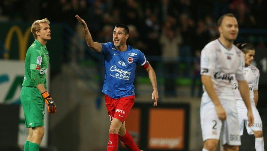 Le capitaine de Caen Julien Féret a ouvert le score pour son équipe face à Guingamp au stade Michel d'Ornano, le 7 novembre 2015