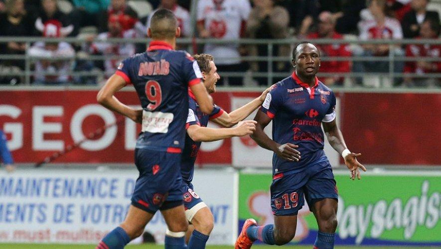 L'attaquant Jacques Zoua (d) a offert la victoire au Gazélec Ajaccio sur le terrain de Reims, le 7 novembre 2015