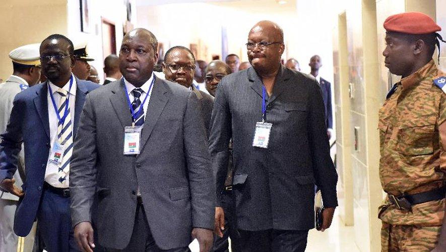 De g à d: les leaders de l'opposition burkinabè Benewende Sankara, Zephirin Diabre et Rock Marc Kabore arrivent à une réunion dans un hôtel de Ouagadougou, le 5 novembre 2014