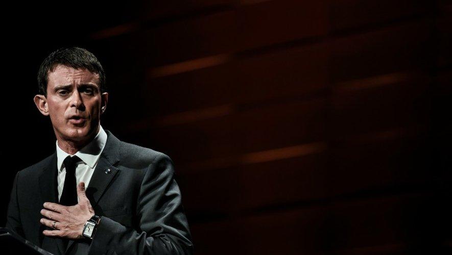 """A un mois des régionales, Valls évoque le """"drame"""" d'une victoire FN et charge Sarkozy"""