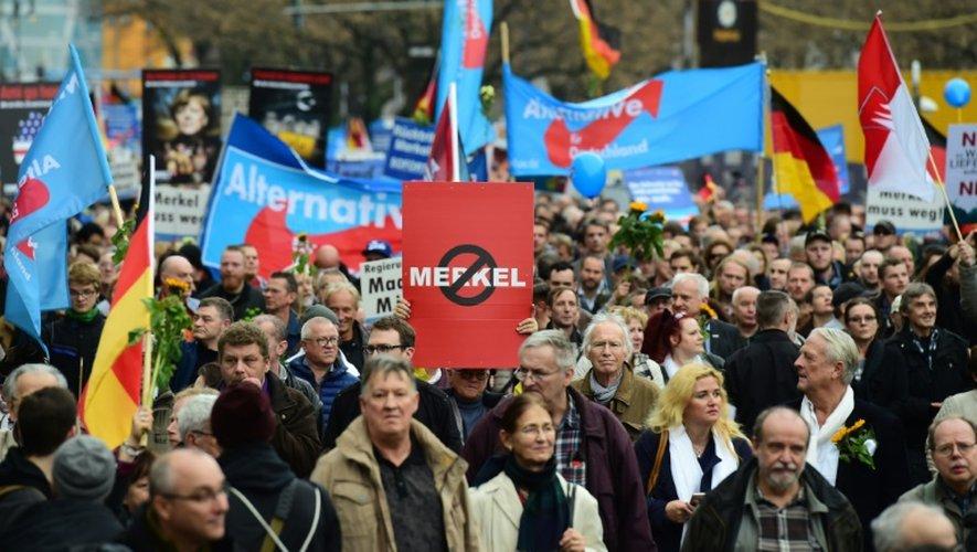 Manifestation à Berlin du parti AfD Alternative pour l'Allemagne contre la politique d'accueil des réfugiés d'Angela merkel le 7 novembre 2015