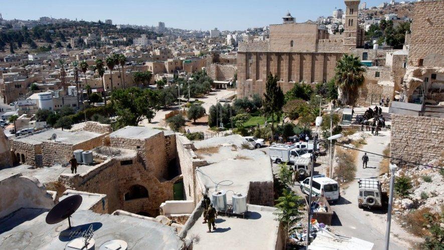 Les assaillants s'approchainet d'un barrage israélien proche du tombeau des Patriarches (mosquée d'Ibrahim pour les musulmans), lieu saint et ultra-sensible révéré par les juifs et les musulmans