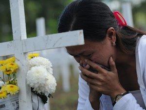 Philippines: un an après le typhon Haiyan, les survivants affluent pour se recueillir