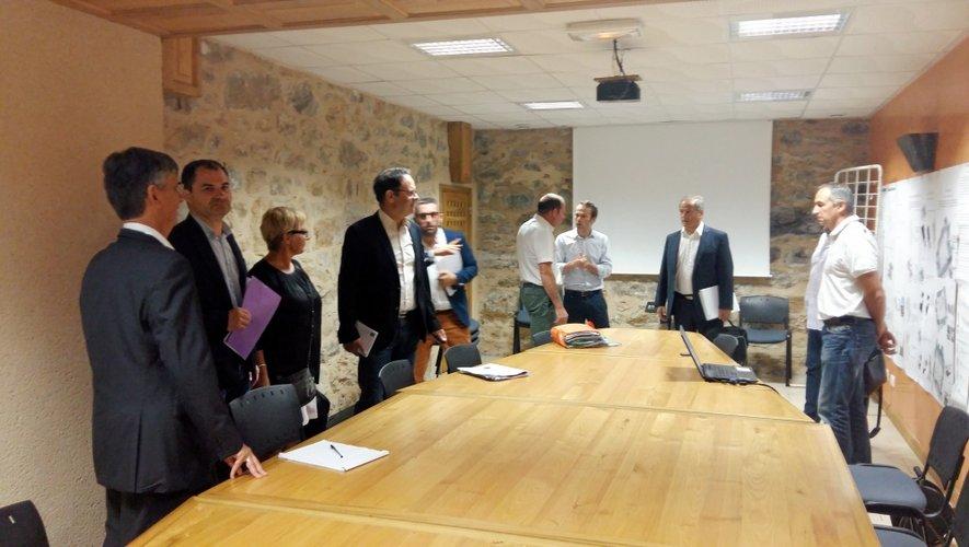 C'est dans un bureau réaménagé depuis peu dans le sous-sol de l'Hôtel de ville que le maire Serge Roques a accueilli cette réunion entre les élus et les responsables du Département.