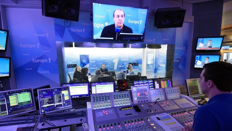 """Jean-Marc Morandini dans les studios d'Europe 1, le 19 mars 2015, lors de la 3.000e édition de son émission """"Le Grand Direct"""""""