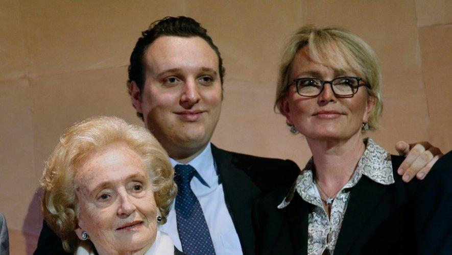 Bernadette Chirac (g), sa fille Claude (d) et son petit-fils Martin (c), le 20 juin 2016 au musée du quai Branly à Paris