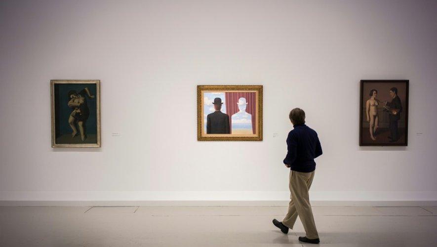 """Les mots, les ombres, les flammes, les rideaux et les """"corps morcelés"""" font partie des motifs récurrents de Magritte choisis pour l'exposition au Centre Pompidou, le 20 septembre 2016 à Paris, à la veille de son ouverture"""
