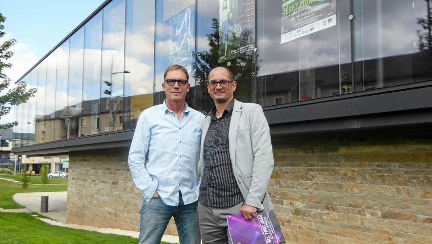 Didier Bergen, à gauche, et Yann Marie, directeur de Cap'Cinéma Rodez, à droite.