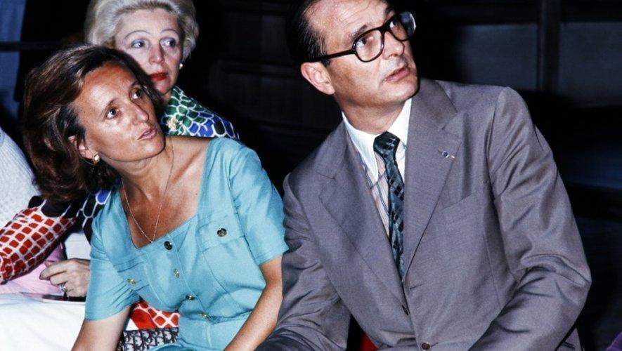 Le Premier ministre Jacques Chirac et son épouse Bernadette visitent le Pavillon d'argent à Kyoto, en août 1976