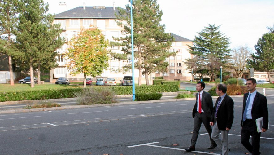 Louis Laugier (à droite) a arpenté, mardi, le quartier des Quatre-Saisons.