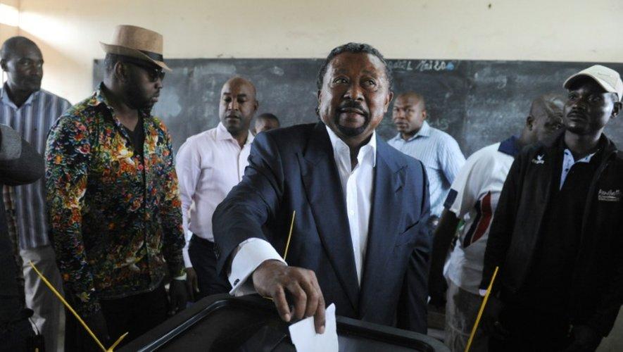 L'opposant gabonais Jean Ping vote lors de l'élection présidentielle à Libreville, le 27 août 2016