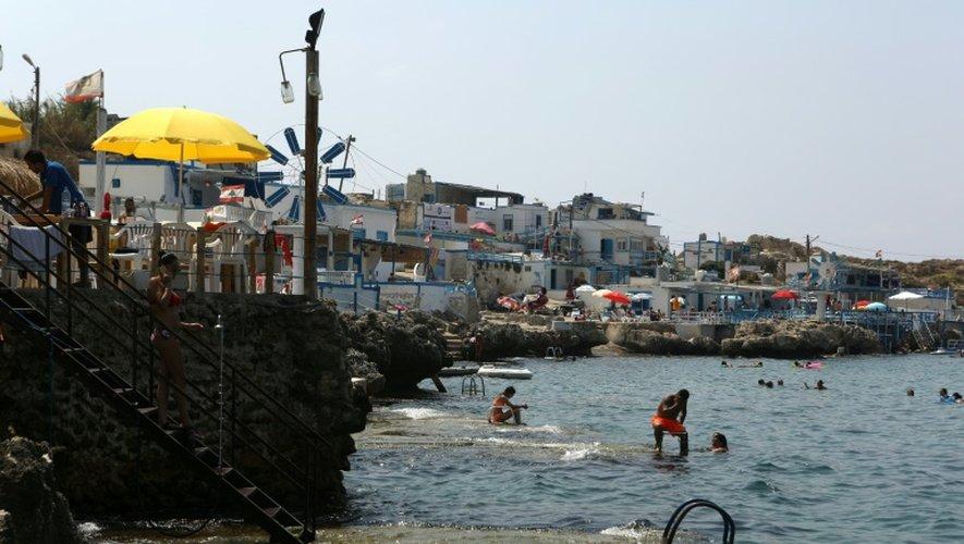 Le bord de mer à Anfeh, au nord de Beyrouth, le 23 août 2016 au Liban