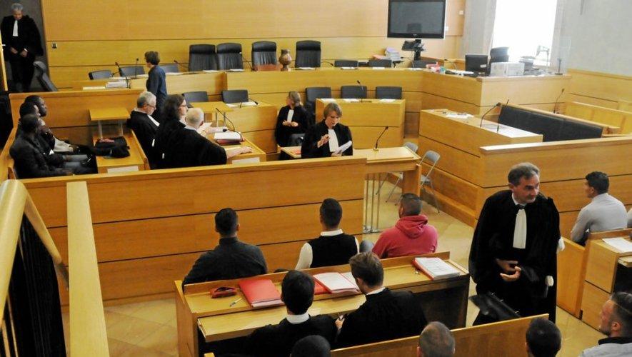 Dix-huit accusés sont toujours jugés devant la cour d'assises de l'Aveyron.