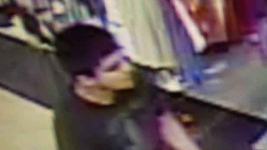 Image de surveillance diffusée par la police américaine du suspect d'une fusillade mortelle dans un centre commercial de l'Etat de Washington, le 23 septembre 2016