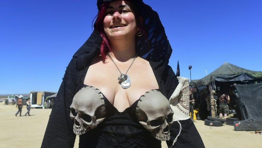 """Une festivaliere le 23 septembre Wastelands Weekend en Californie, où l'on se retrouve pour vouer un culte à """"Mad Max"""""""