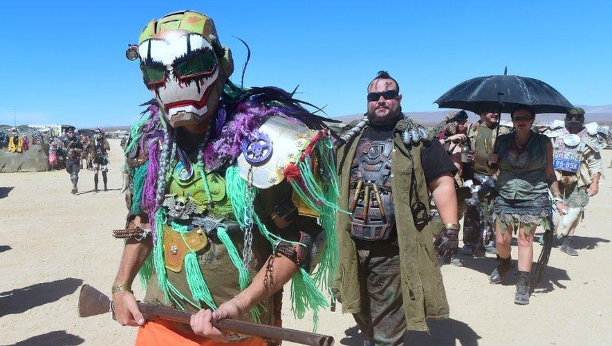 """Des festivaliers le 23 septembre Wastelands Weekend en Californie, où l'on se retrouve pour vouer un culte à """"Mad Max"""""""