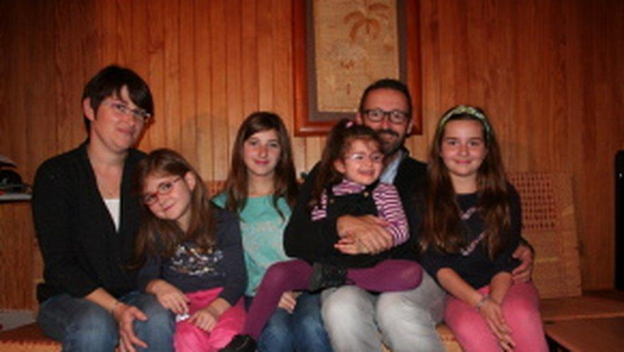 La famille Charles, au complet autour de la petite dernière, Bérénice.