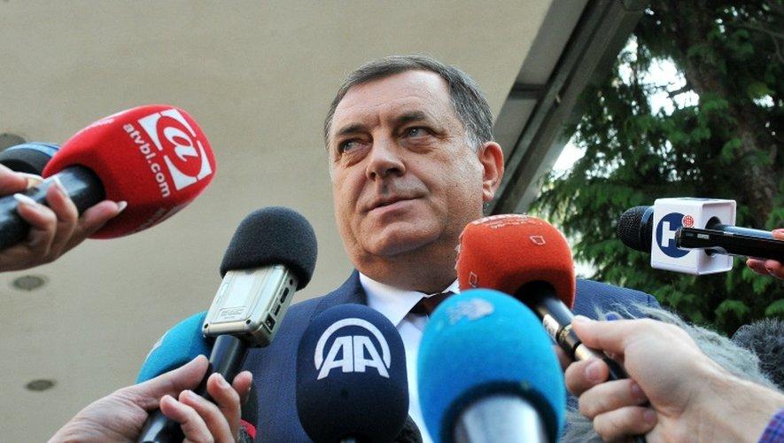 Le leader des Serbes de Bosnie  Milorad Dodikà la sortie du bureau de vote le 25 septembre 2016 à Laktasi