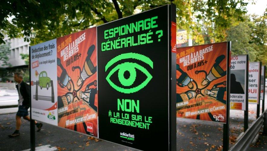 Une affiche électorale appelle à voter contre la loi sur le renseignement, le 16 septembre 2016 à Genève
