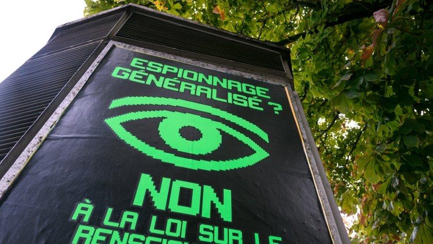 Affiche électorale sur la nouvelle loi sur le renseignement le 16 septembre 2016 à Genève