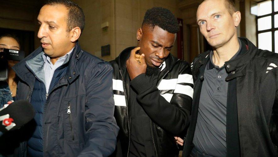 Le défenseur ivoirien du PSG Serge Aurier à son arrivée le 26 septembre 2016 au Palais de justice de Paris