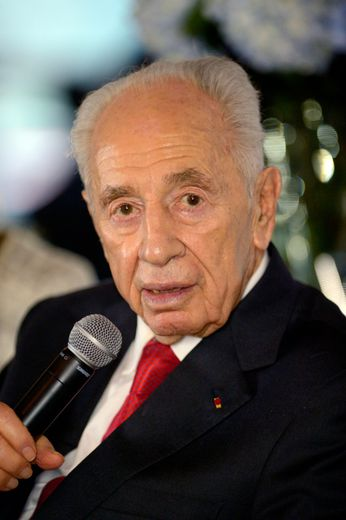 L'ex-président israélien Shimon Peres à Paris, le 17 décembre 2014