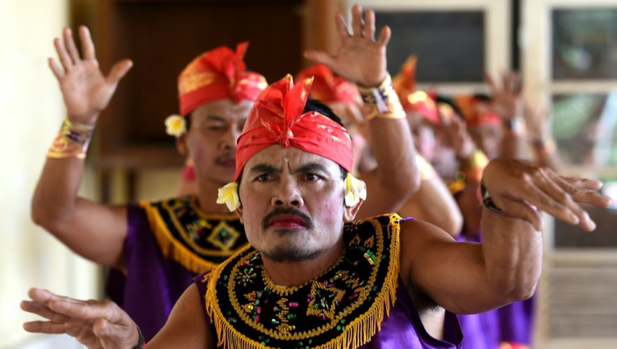 Pendant des mois, ils ont répété inlassablement le spectacle dans ce village situé dans le nord de Bali, qui compte depuis des générations un nombre anormalement élevé de sourds et malentendants - en raison de la présence d'un gène récessif