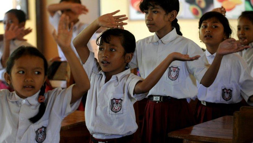 Même les élèves qui réussissent leurs examens n'ont pas la tâche facile par la suite, dans la mesure où il n'y a pas d'écoles secondaires enseignant aux sourds