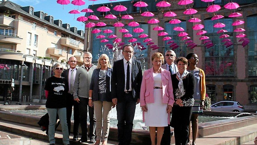 La Ligue contre le cancer, l'Adeca, la mairie et Cassiopée   font front contre le cancer du sein.