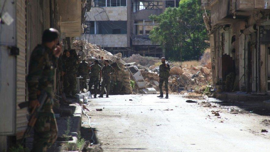 Les forces pro-gouvernementales syriennes prennent position à Alep, le 30 septembre 2016