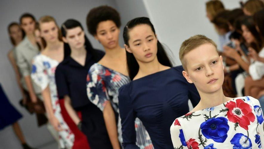 Des mannequins présentent des créations de Salvatore Ferragamo, le 25 septembre 2016 à la Fashion week de Milan