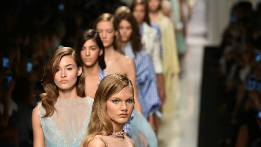 Des mannequins présentent la collection du créateur Ermanno Scervino, le 24 septembre 2016 à la Fashion week de Milan