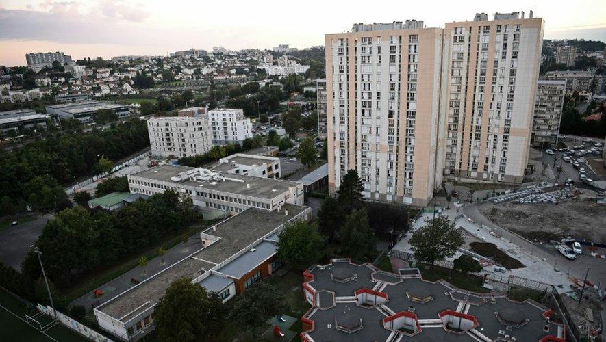 En banlieue parisienne, le maire, l'office HLM et l'élu criblé de balles
