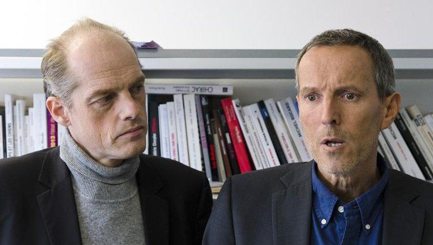 Les deux journalistes du Monde, Fabrice Lhomme (g) et Gerard Davet (d) le 10 novembre 2014 au siège de l'AFP à Paris