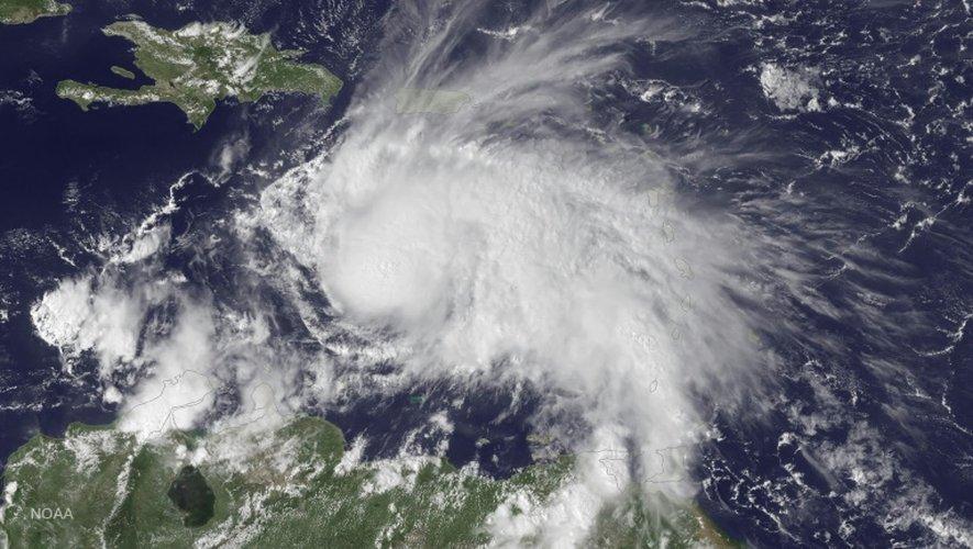 Image satellite NOAA publiée le 30 septembre 2016 montrant la position de l'ouragan Matthew en Mer des Caraïbes, le 29 septembre 2016