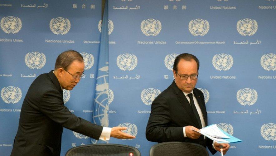 Le président français François Hollande (d) et le secrétaire général des Nations unies Ban Ki-moon, le 27 septembre 2015 à New York
