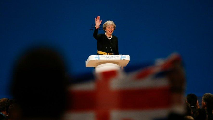 La Première ministre de Grande-Bretagne Theresa May fait un discours à la conférence annuelle du Parti conservateur à Birmingham le 2 octobre 2016