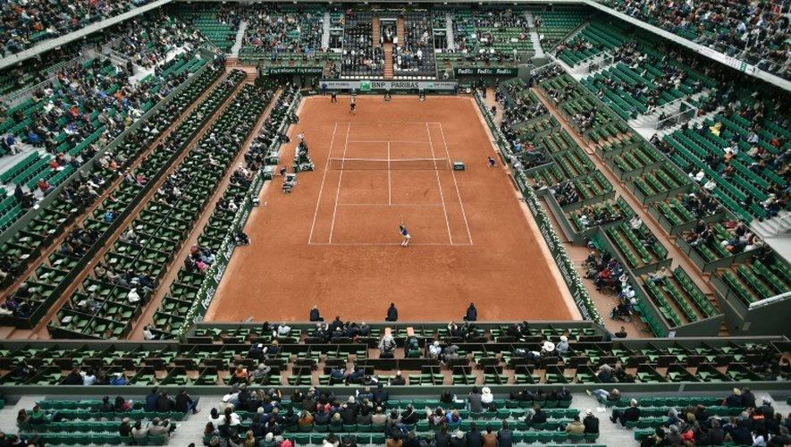 Vue générale du court central Philippe-Chatrier lors du tournoi de Roland-Garros, le 24 mai 2016