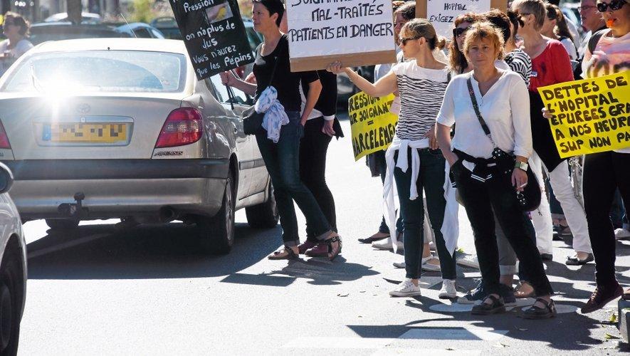 La semaine dernière, à l'appel de l'intersyndicale de l'hôpital, le personnel de Jacques-Puel a exprimé son mécontentement dans le rue. Signe d'une tension palpable en interne.
