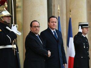 """Hollande: la France va """"intensifier les frappes"""" et faire """"le plus de dégâts possibles"""""""