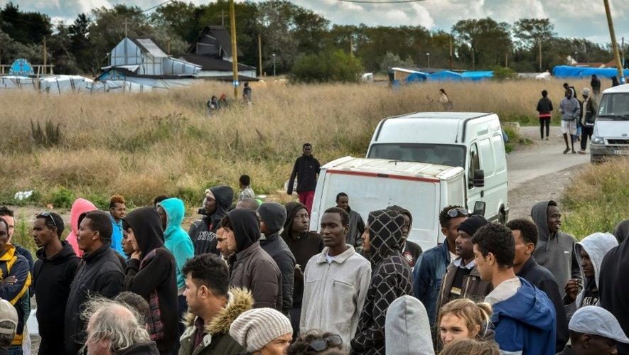 "Des migrants le 1er octobre 2016 dans  la ""Jungle"" de Calais"
