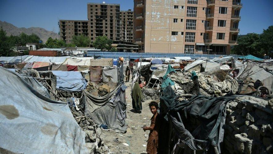 Des abris de fortune dans le camp de déplacés internes près de Kaboul, le 20 juin 2016